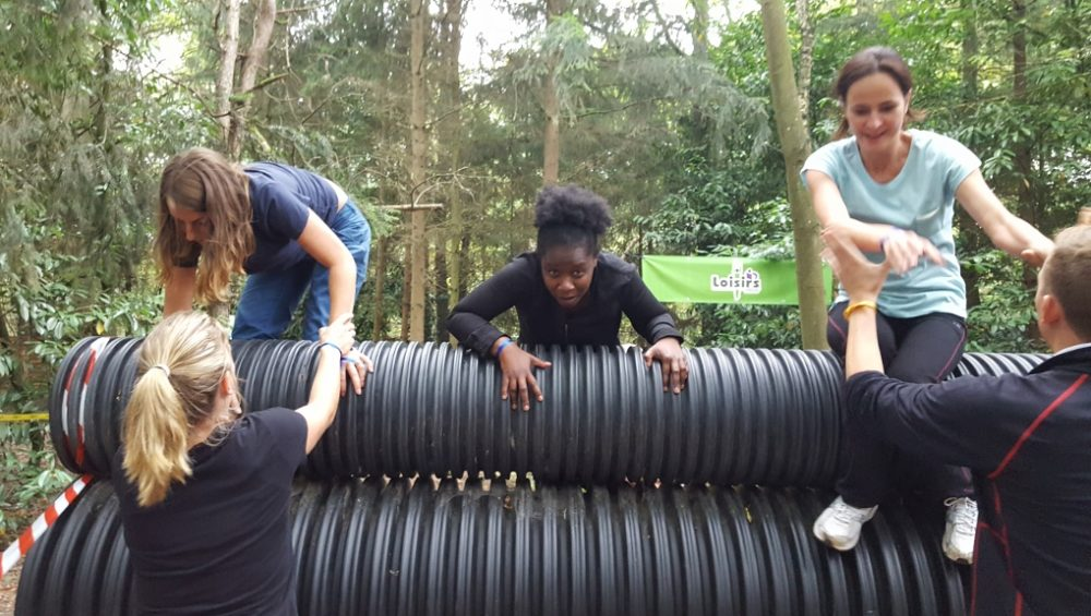 Mud team parcours d'obstacle amies